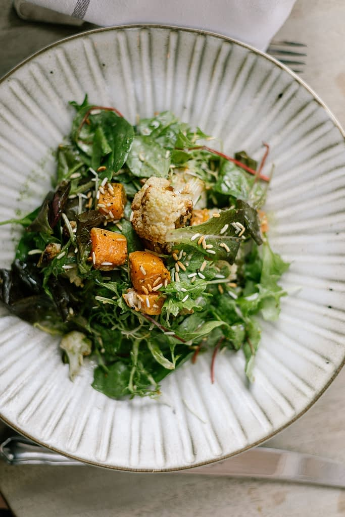 Picture of a salad on ceramic plate