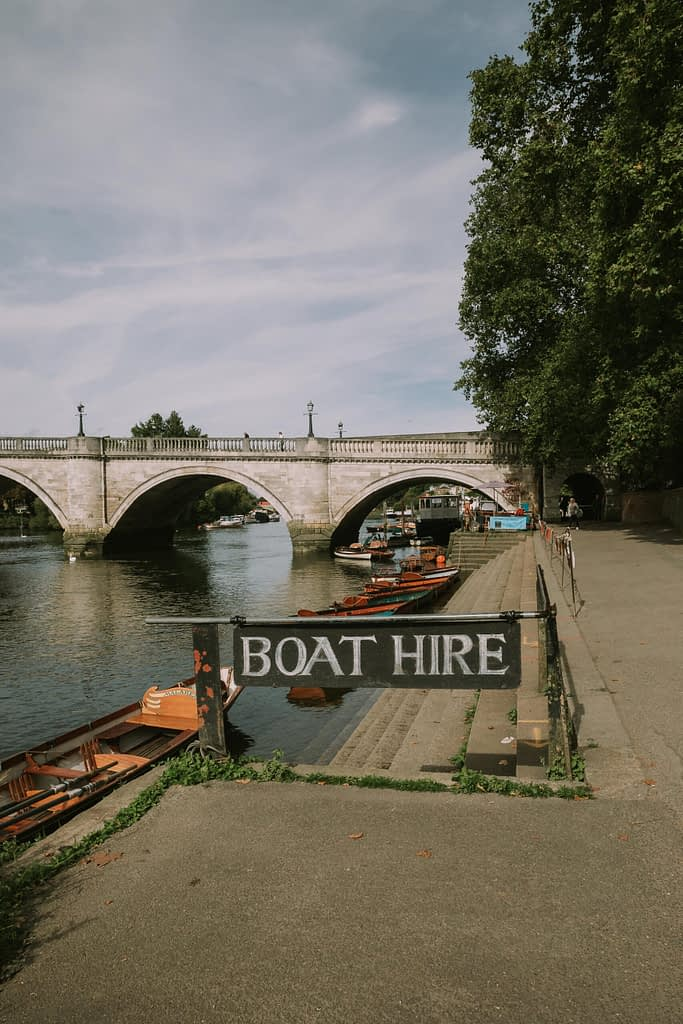 Boat Hire sign next to the Thames river